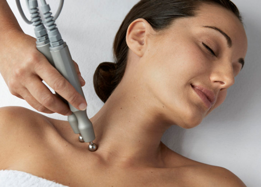 Rejuvenecimiento Cuello, Escote y Manos :: Medicina Estética :: Central Clinic Sevilla